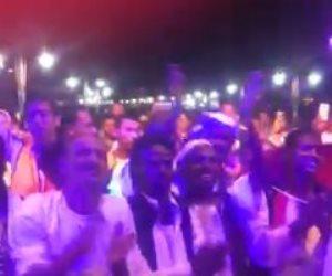 «هنا حلايب وشلاتين».. حشود في احتفالات يوم النصر ودعم الدولة والرئيس (فيديو)