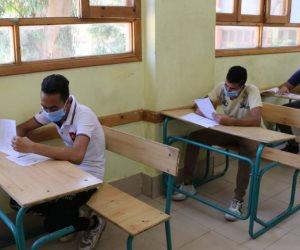 طلاب الثانوية العامة المؤجلون يؤدون امتحان الأحياء والاستاتيكا وعلم النفس
