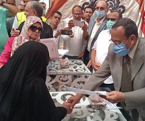 محافظ شمال سيناء يفتتح 7 مساجد ويوزع عقود الشقق السكنية على المنقولين بالعريش (صور)