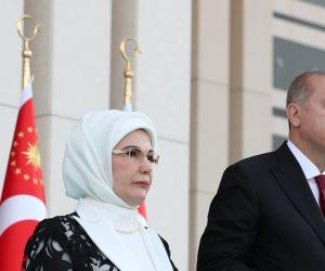 تسير على خطى الديكتاتور.. فساد أمينة أردوغان «وصل الركب»