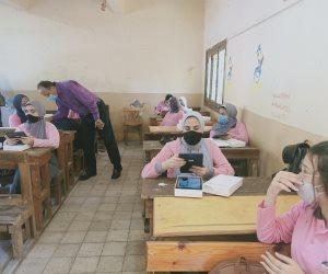 في ثاني أيام الدراسة.. تسليم التابلت لطلاب الصف الأول الثانوي (صور)