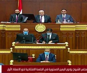 أعضاء مجلس الشيوخ الـ300 يؤدون اليمين الدستورية بالجلسة الافتتاحية
