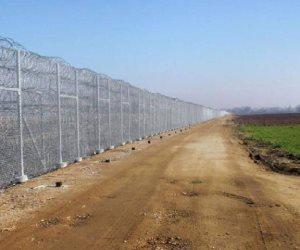 """اليونان تؤمن حدودها بـ""""جدار فولاذي"""".. هكذا تبتز تركيا جيرانها بـ""""ورقة اللاجئين"""".."""