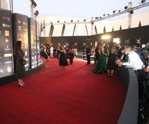 مهرجان الجونة السينمائي.. أول صور من السجادة الحمراء وتوافد النجوم