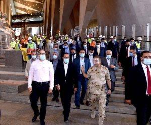 رئيس الوزراء للعاملين بالمتحف المصرى الكبير: بسواعدكم نبنى صرحا عالميا.. صور