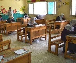 نائب وزير التربية والتعليم: لا يمكن إجبار الطالبات على ارتداء الحجاب والوزارة تحقق في واقعة مدرسة بلبيبس