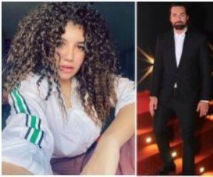 ببدلة أحمد حاتم.. مارجو حنا أصغر مصممة أزياء تقتحم ريد كاربت الجونة