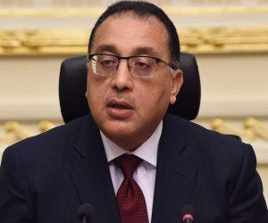 رئيس الوزراء يصل مطار القاهرة بعد زيارته لليبيا