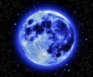 خلال ساعات.. القمر الأزرق يزين سماء مصر