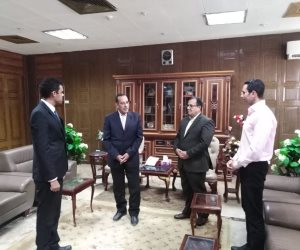 محافظ شمال سيناء يودع عضوي البرنامج الرئاسي.. ويؤكد: الرئيس مهتم بتأهيل الكوادر الشباب (صور)