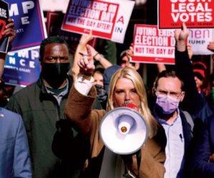 """الانتخابات الأمريكية 2020.. أريزونا تخشى الاحتجاجات ومقاطعات داخلية تضع """"سياج"""" حديدية حول المقرات (صور)"""