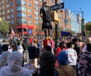 احتفالات أمريكية بفوز جو بايدن.. تجمعات شعبية تفرح وألعاب نارية في سماء الولايات (صور)