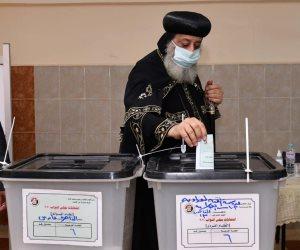 البابا تواضروس يدلى بصوته فى انتخابات مجلس النواب بالوايلى.. صور