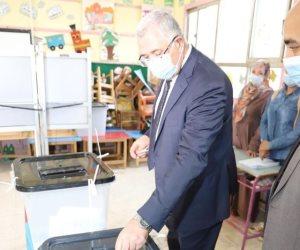 وزير الزراعة يدلي بصوته في مدينة نصر ويؤكد :الاستقرار السياسي والامني يشجع المواطنين على المشاركة السياسية