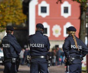 مداهمات النمسا تكسر شوكة الإخوان في أوروبا.. تفتيش عقارات واعتقال العشرات بتهمة تمويل الإرهاب