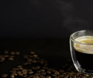 لمرضى الثعلبة.. كيف تساعد القهوة على إعادة نمو الشعر؟