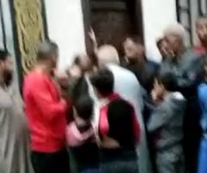 بسبب علامات تباعد كورونا.. خناقة على صلاة المغرب بالدقهلية (فيديو)