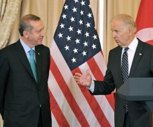 أنقرة تترقب إشارة بايدن.. لماذا تأخر أردوغان في تهنئة الرئيس الأمريكي الجديد؟