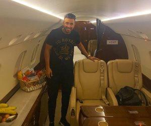 تريزيجيه في الطائرة الخاصة لاستون فيلا عائدا إلى لندن من توجو
