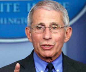 كبير خبراء الصحة بأمريكا عن لقاحات كورونا الجديدة: «هناك أمل في نهاية النفق»