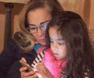 نجلاء فتحي تتصدر التريند من جديد بعد ظهورها النادر مع حفيدتها زين (صور)
