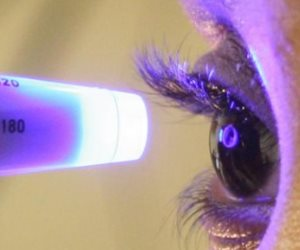 ابتكار أول جهاز يسمح للمرضى بإجراء اختبار المياه الزرقاء بالعين في المنزل