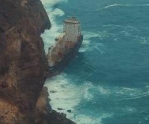سر السفينة المهجورة قبالة سواحل محافظة ظفار العمانية (صور)