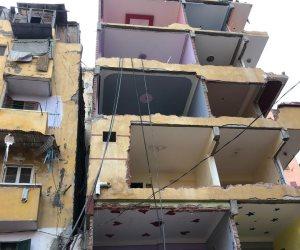 محافظة الإسكندرية تبدأ في إزالة عقار كرموز المائل (صور)