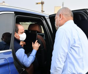 الرئيس السيسي يتفقد سير العمل في مشروعات شبكة الطرق والمرافق بالقاهرة