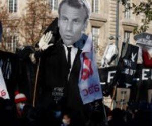 فرنسا تنفجر بالمظاهرات احتجاجاً على قانون الأمن الشامل.. والشرطة تطلق قنابل الغاز