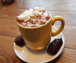 المشروب الشتوى المفضل.. فوائد كوب الشيكولاتة الساخنة