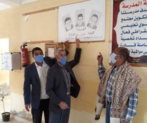 لوحة بالقلم الرصاص.. تلاميذ مدرسة الروضة في سيناء يواجهون كورونا (صور)