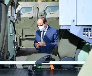 الرئيس السيسي يتفقد عددًا من المركبات متعددة الاستخدام (صور)