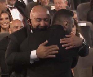 """حضن احمد السقا وتامر حسني ينهى خلاف الفلوس بينهما بمهرجان القاهرة السينمائي """"صور"""""""