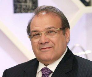 """قناة المحور تستجيب لقرار """"الأعلى للإعلام"""" بوقف أسامة كمال وتؤكد التزامها بدعم الدولة"""