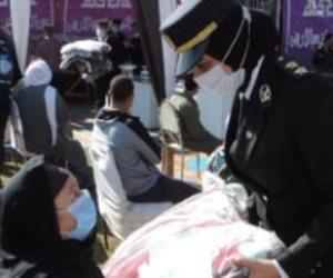 «الشرطة أمن وسند».. الداخلية توزع بطاطين ومواد غذائية على الأسر الأكثر احتياجا