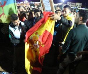 أسبانيا تشتعل رغم كورونا.. كثير من الاحتجاجات والجدل ومظاهرات بالسيارات وحرق علم المملكة