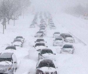 عاصفة شتوية تضرب ولايات أمريكية.. الثلوج تغطي الشوارع والشرطة تلزم المواطنين في منازلهم (صور)