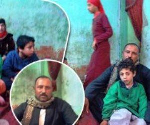 حكاية عم «عرفة» الذي ترك قريته لأجل فلذات كبده: باع منزله لعلاج أطفاله الأربعة