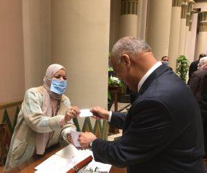 مصطفى بكرى أول نائب ينتهى من إجراءات عضوية البرلمان بقائمة الصعيد.. صور