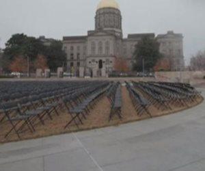 لتخليد ضحايا كورونا في أمريكا: نصب تذكارية و260 ألف علم أبيض بواشنطن