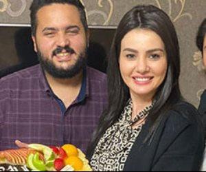 """عمرو الصيفى يفاجىء النجمة دينا فؤاد بـ """"تورتة"""" لتهنئتها على نجاح """"جمال الحريم"""""""