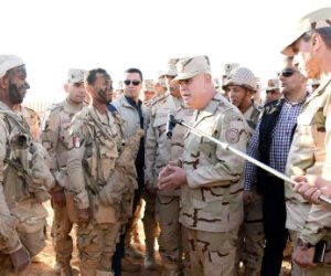 الفريق محمد فريد يتفقد معسكر إعداد وتأهيل مقاتلى الجيش الثانى بشمال سيناء