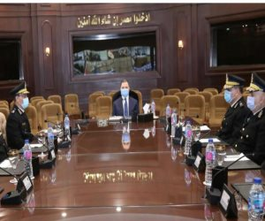 وزير الداخلية يجتمع مع مساعديه للاستعداد لتأمين أعياد الميلاد واستضافة كأس العالم لليد