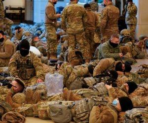 عناصر الحرس الوطني الأمريكي يفترشون أروقة الكونجرس قبل تنصيب «بايدن» (فيديو وصور)