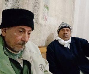أب من كفر الشيخ يدفع ثمن الغربة من أجل أبناءه.. أماتوه وتبرأوا منه وهي حي