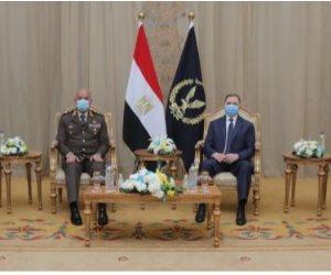 وزير الدفاع وقيادات القوات المسلحة في وزارة الداخلية لتقديم التهنئة بعيد الشرطة (صور)