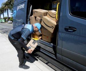 اختلست إكراميات عمال التوصيل لمدة سنتين.. تغريم أمازون 61.7 مليون دولار
