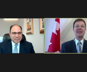 سفير مصر في كندا يلتقي رئيس لجنة الشئون الخارجية والتنمية الدولية بمجلس العموم الكندي