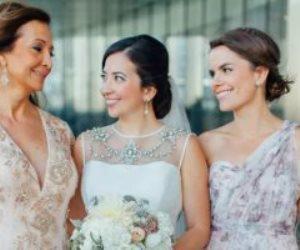 5 أخطاء شائعة عند اختيار فساتين أم العروسة.. أبرزها  الإكسسوارات